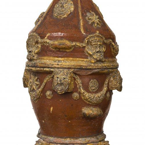 Dörrofen. Keramik, farbig glasiert. Italien, 17./18. Jh. H. 87 cm.