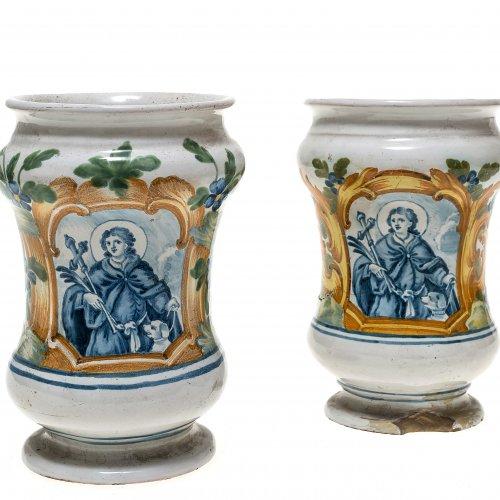 Zwei AlbarelliItalien, 18./19. Jh. Schauseitige Kartusche mit Heiligendarstellungen.