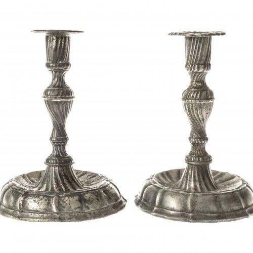 Zwei Leuchter. Süddeutsch, 18. Jh. Zinn. H. je ca. 18 cm.