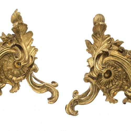 Ein Paar Kaminböcke. Bronze, feuervergoldet. H. 25 cm.