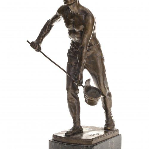 Janensch, Gerhard Adolf. Der Eisengießer. Bronze, auf Marmorsockel montiert (min. best.). Sign., dat. 1918. Gesamthöhe 31 cm.