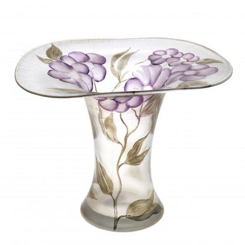 Eisch, Erwin. Vase. Farbloses Glas. Blumendekor.
