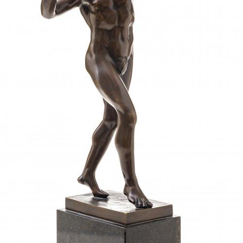 Gladenbeck, Oskar, zugeschrieben. Tanzender Faun um 1900. Bronze. H. 45 cm.