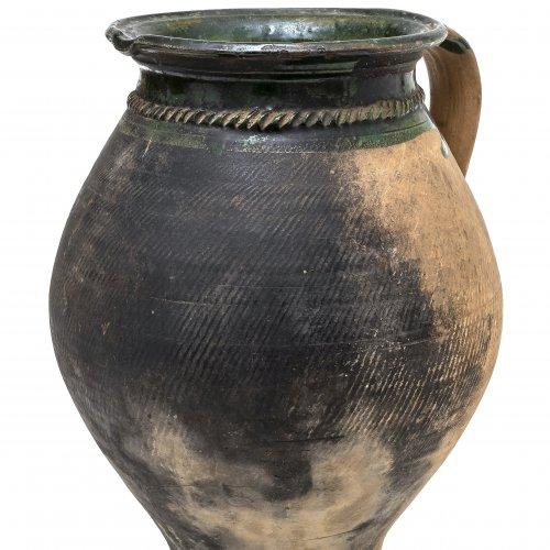 Henkeltopf, Irdenware, partiell geschwärzt, H. 30 cm.