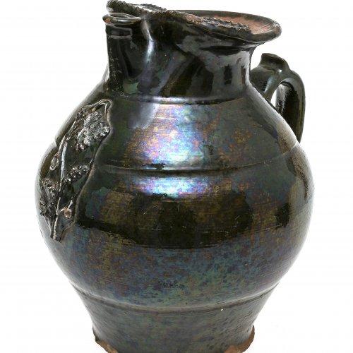 Henkelkanne, Irdenware,grün glasiert, H. 26 cm.