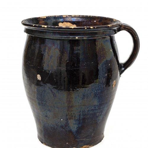 Henkeltopf, Irdenware, dunkelbraun glasiert, H. 26 cm.