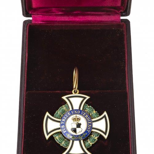 Fürstlicher Hausorden von Hohenzollern, Ehrenkomturkreuz, vergoldet, farbig emailliert, L. 8 cm.