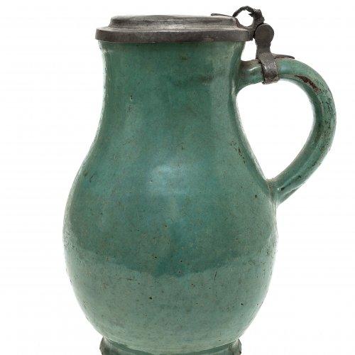 Birnkrug, Irdenware, grün glasiert, Niederbayern, H. 21 cm.