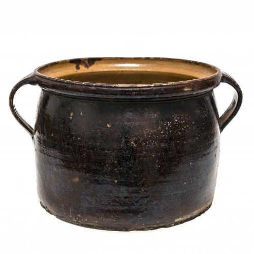 Doppelhenkeltopf. Kröning. Irdenware, außen braun, innen honigfarben glasiert. Leicht besch. ø 29 cm.