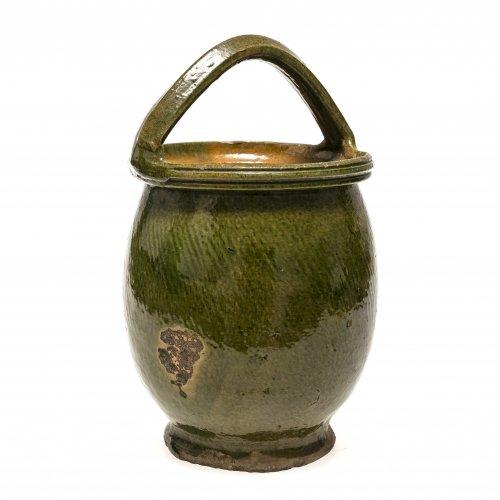 Bügeltopf. Kröning, Irdenware, grün glasiert. Besch. H. 29 cm.