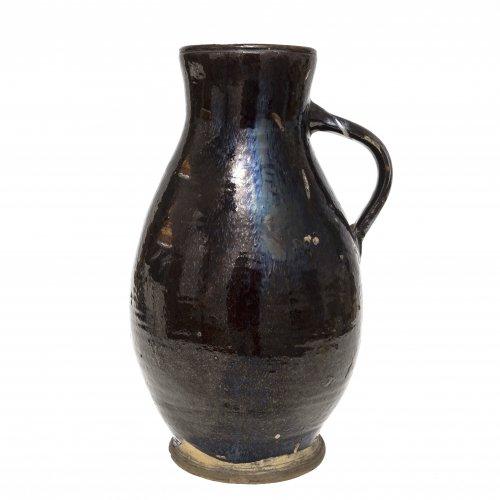 Birnkrug. Niederbayern, wohl Kröning, Irdenware, braune Glasur. Besch., teilweise Absplitterung der Glasur. H. 38 cm.