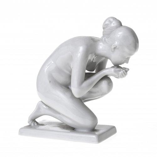 Trinkende, Weißporzellan, Rosenthal, Modell Ernst Wenck. H. 15 cm.