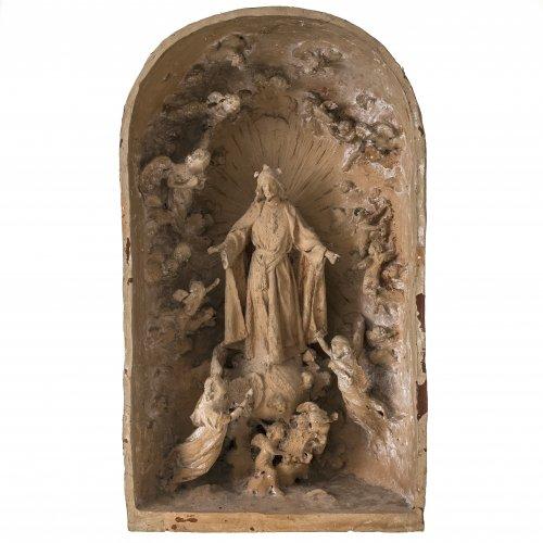 Ponsoda, José Maria. Tonplastik, Christus auf der Weltkugel in Rundbogennische. H. 40 cm.