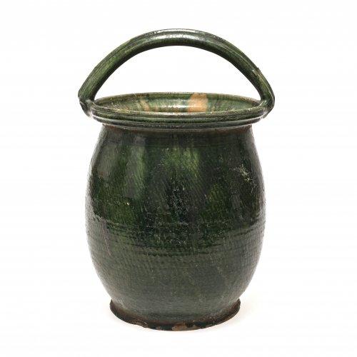 Bügeltopf. Irdenware, außen dunkelgrün glasiert, innen gefleckt. Best. H. 32 cm.