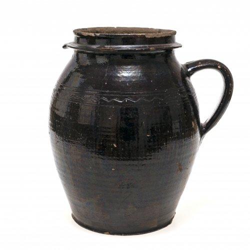 Henkeltopf. Irdenware, außen dunkelbraun glasiert, Schulter mit geritztem Wellenband, Niederbayern, best. H. 28 cm.