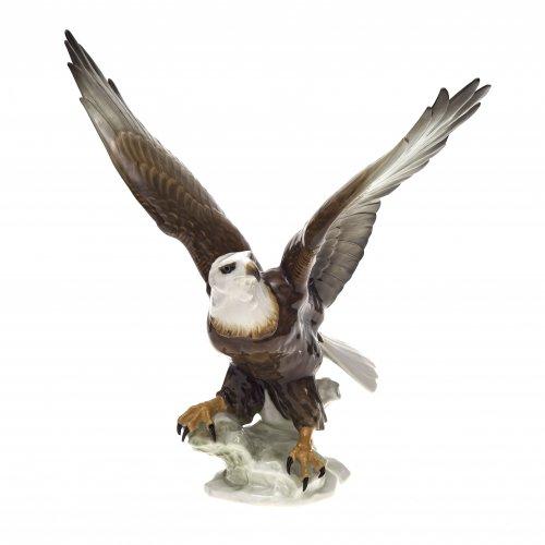 Adler. Hutschenreuther, Porzellan, farbig staffiert. Min. best. H. 38 cm.