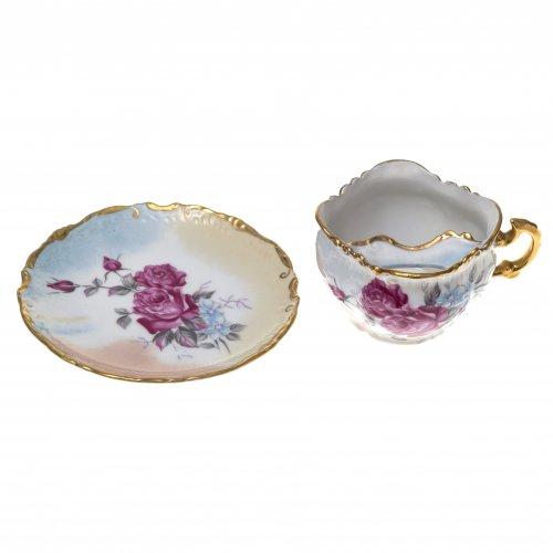 Kaffeetasse mit Untertasse. Porzellan, farbiger Dekor.
